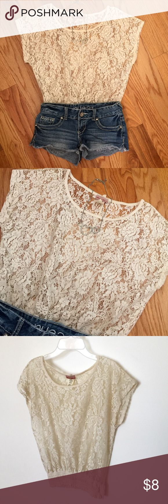 Lace Top This lace top is very beautiful with its floral print design and is in great condition. ❤️ Tops