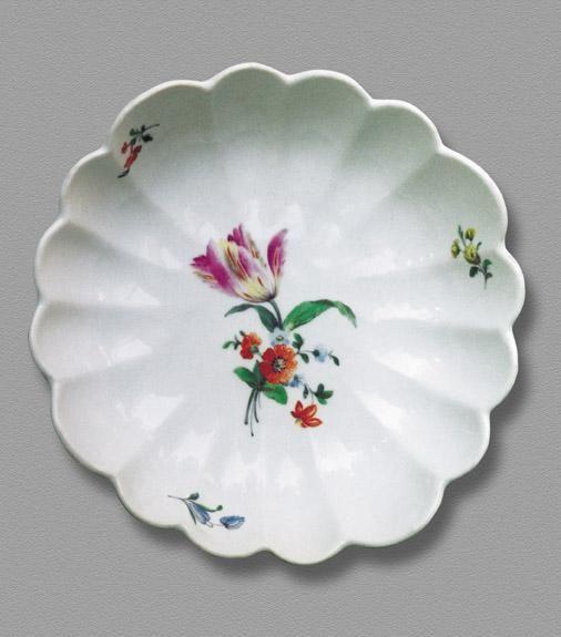 Korzec, salaterka pukolowana 16-krotnie, śr. 22 cm, wys. 6 cm, ok. 1821-1828