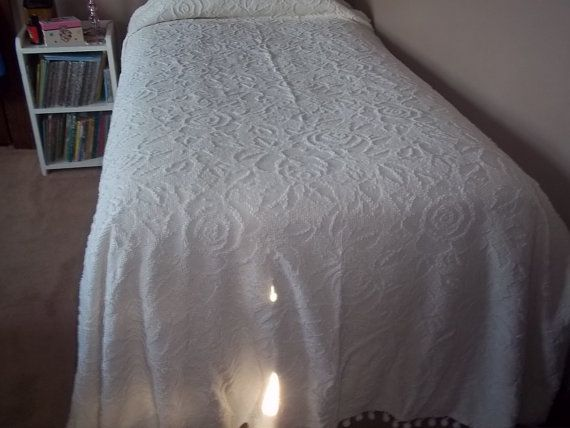 Vintage Twin White Chenille Bedspread Girls Room