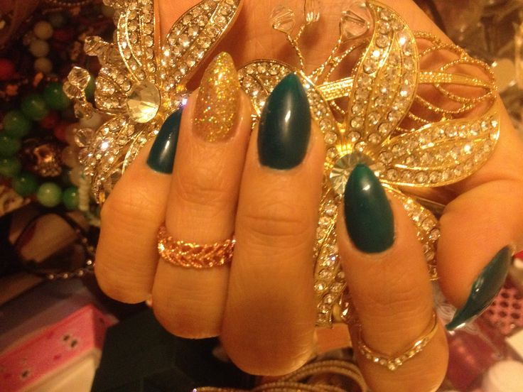 Emerald Green Stiletto Nails With Gold Glitter Dolled Up Pinterest Emerald Green Glitter