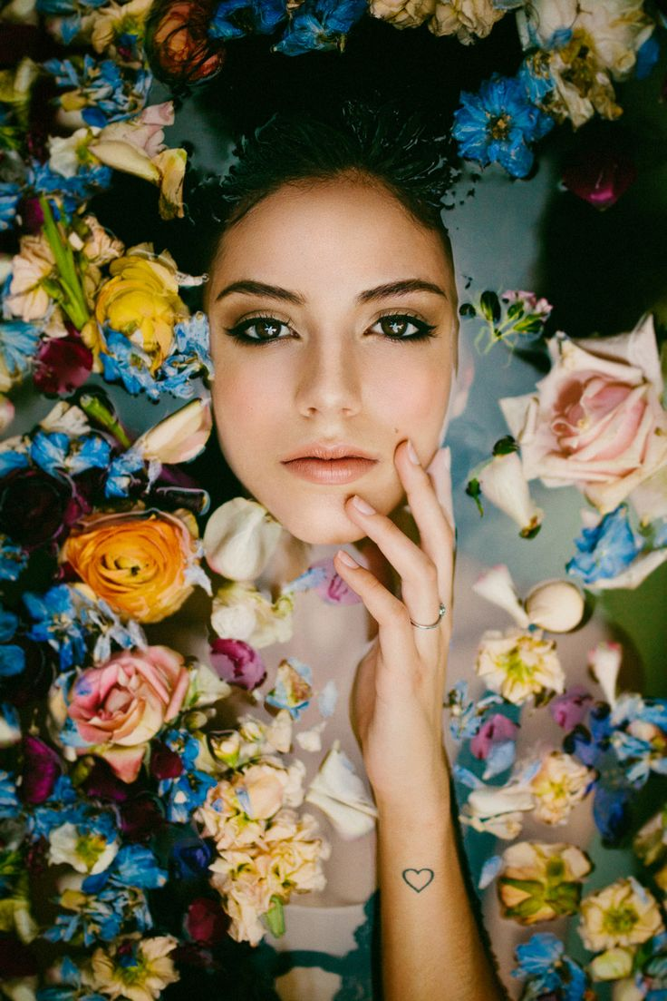 Andrea Teixeira - Pedro Talens Fotografía #milkshower #bañera #flores #retrato #portrait #bañeraconflores #pedrotalens