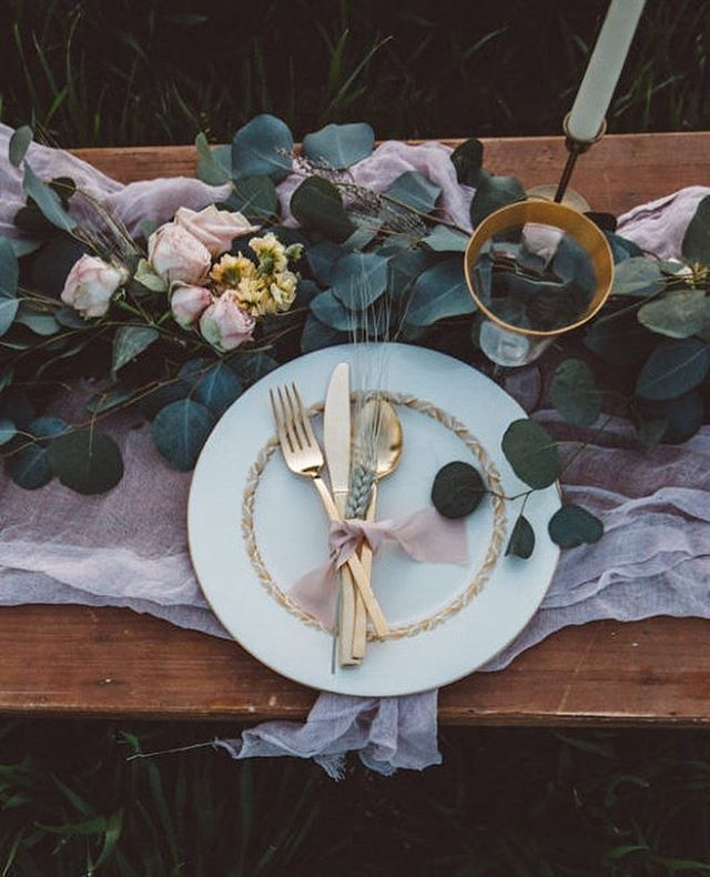 Now this is rustic elegance. Wheat and roses might just be our new favourite floral combination. Love this tablescape from today's shoot. Photo by @jmhunterphotography // Flowers by @gatherdesigncompany // Rentals by @fleurissanteventrentals #wedding #inspiration #tablescape #pink #gold #wheat #roses #gorgeous #decor #uniqueideas #bmloves #bridalmusings
