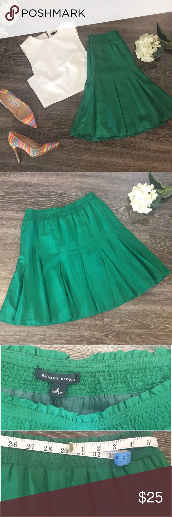 """Banana Republic Silk Skirt, Size 0 Gorgeous emerald green full silk skirt is sure to stand out in any crowd! Pair with a white top and neutral heels to let the skirt speak or bright heels for an extra pop! Skirt features elasticized waist so can fit sizes larger than zero. 💯 silk, fully lined. Measures approx 20"""" in length and 29"""" at the waist. Tiny group of stains (last photo) which are not appreciable; I only noticed them upon thorough inspection prior to listing. From Banana Republic…"""