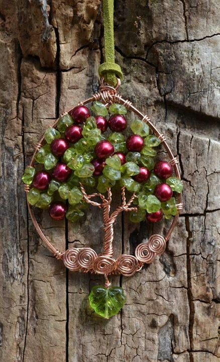 701e3240c541b1fec75c448a83929968.jpg (438×720) Such a lovely pendant, it looks like an apple tree.