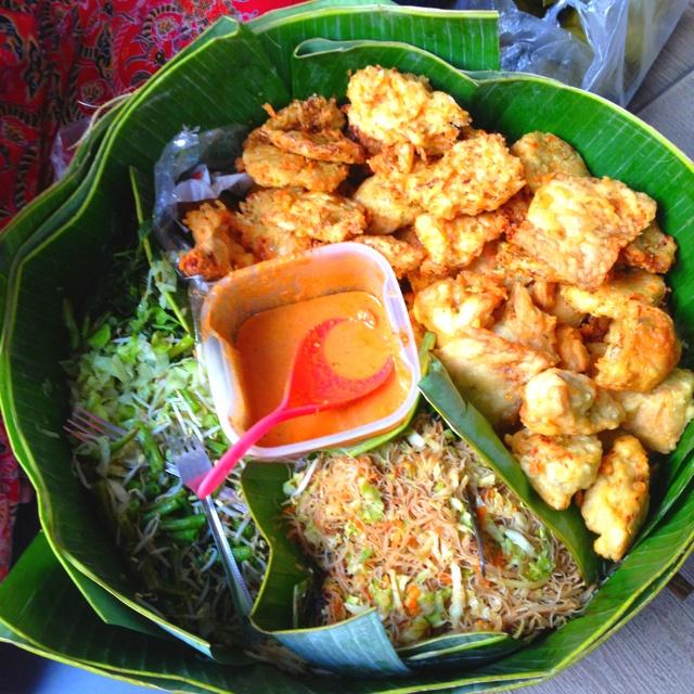 Pecel keliling Ibu Tiyem di #tgduren #jakarta #indonesianfood #solo #iphonesia