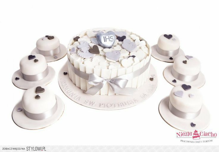 IHS, I Komunia Święta, tort z okazji I Komunii Św., tort pierwszokomunijny, przyjęcie pierwszokomunijne, serduszka, mini cake, torciki, Tarnów
