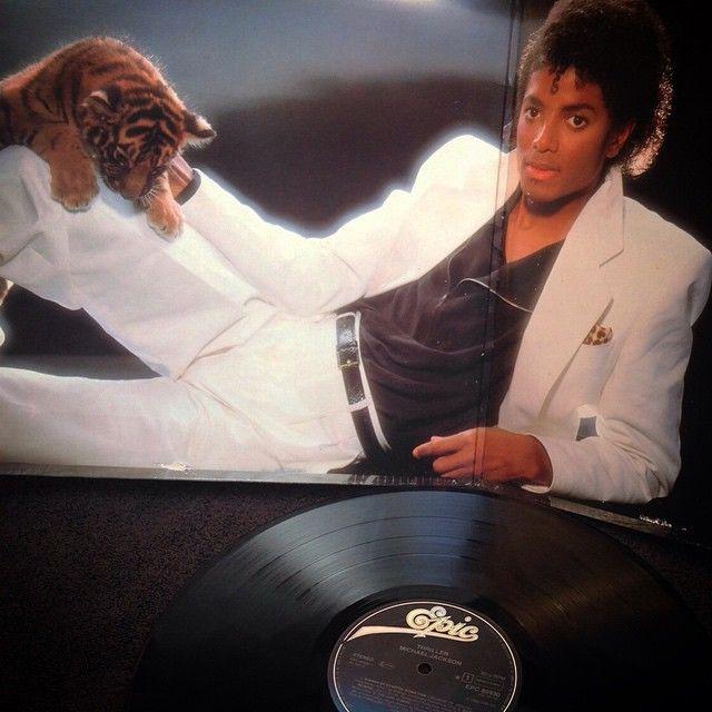 Michael Jackson - Thriller1982, HOLLAND, EPIC Records EPC 85930 Prensado en Holanda, Release de 1982, Gatefold en perfecto estado, inserto original con letras de canciones