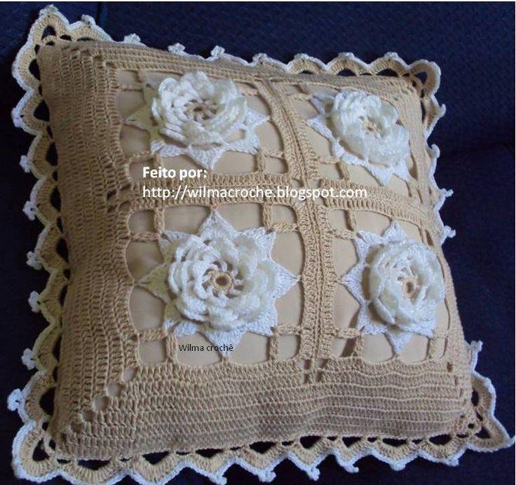capa de almofada bege com flores brancas   Flickr - Photo Sharing!