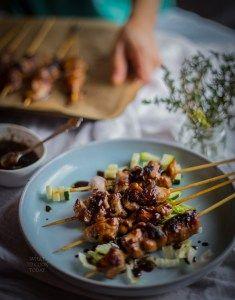 Sate ayam kecap (Chicken satay with sweet sauce)