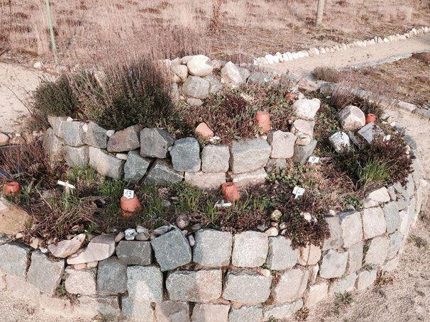 Die Landfrauen haben diese naturnahe Kräuterspirale angelegt. Unser Tipp für den eigenen Garten.