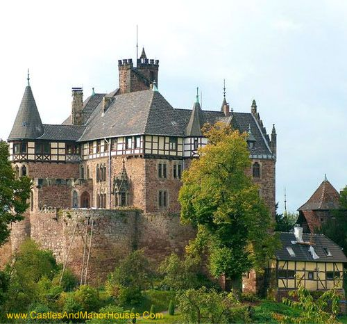Berlepsch Castle was built in 1298 by Arnold of Berlepsch, on behalf of the landgrave of Hesse to protect this part of Hesse against encroachment of the Duke of Brunswick. The castle was rebuilt and extended in the 19th. century. It still belongs still to the Berlepsch family.