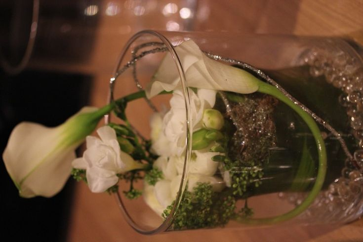 Soiree-DIY-Angel_Party-Truffaut-Atelier-Composition_florale-renoncule-arum-centre_de_table