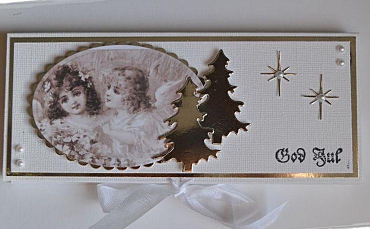 Da ble det jammen noen flere julekort med plass til en sjokolade.   Denne gangen har jeg holdt dem i hvit brazill og sølvark.   Dette h...