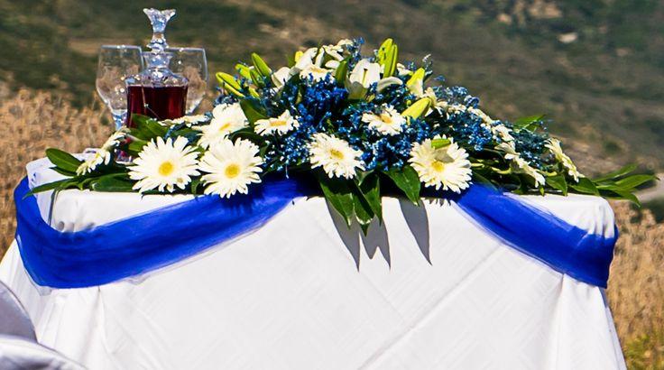 Your theme is blue??? Wonderful compination of blue and white flowers #weddingflowerideas #weddingingreece #mythosweddings #kefalonia