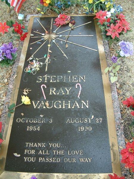 famous gravestones | famous graves / Stevie Ray Vaughan