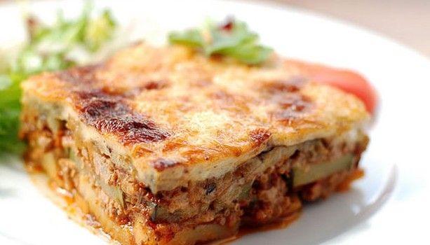 Μουσακάς με λαχανικά, νηστίσιμος! Μια συνταγή για μια παραλλαγή του αγαπημένου μας μουσακά, για να μην τον στερηθούμε ούτε στη νηστεία!  Υλικά συνταγής  1/2 φλ. τσαγιού ελαιόλαδο  1 κρεμμύδι ξερό, ψιλοκομμένο  1 σκελίδα σκόρδου ψιλοκομμένη  1 κ.γ. ζάχαρη  1 κουτί ντοματάκια