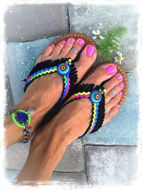Arco iris de neón negro flip flops U.S. tamaño 7-8 sandalias de flecos de cuero zapatos turquesa amor colorido Bohemia verano chica mujer moda GPyoga