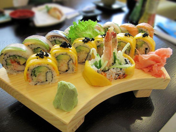 Resultado de imágenes de Google para http://upload.wikimedia.org/wikipedia/commons/c/c1/Golden_Maki_Rainbow_Roll_sushi.jpg