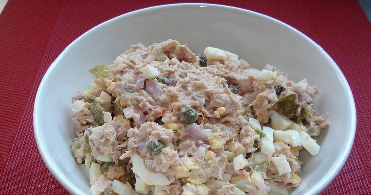 Per portie ( ±  450 kcal)   1 sjalot  1 blikje tonijn op water  1 el kappertjes  2 augurken  2 el Griekse yoghurt  1 el ketchup  2 hard gek...