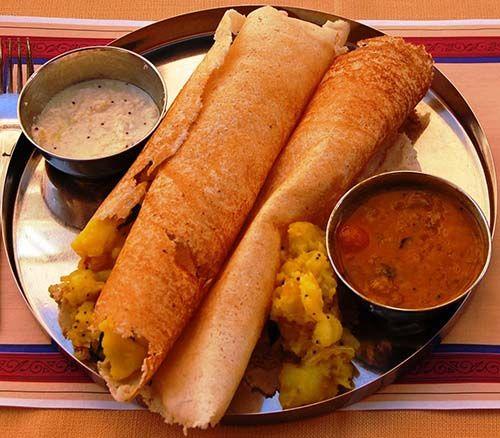 Indiase dosa. De Indiase keuken is ontzettend divers en dat komt mede doordat er een verschil zit in de Noord-Indiase en de Zuid-Indiase keuken. Vandaag een van onze favoriete (Zuid-)Indiase gerechten: dosa.