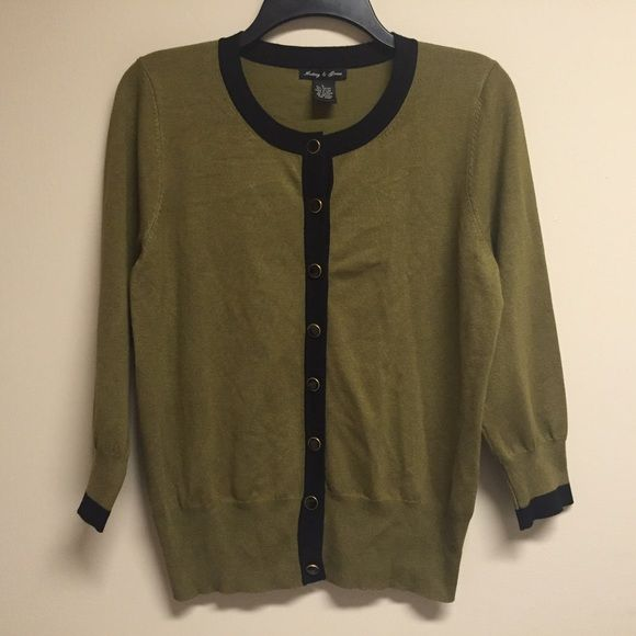 Olive Green Cardigan  Lightly worn, in good condition  80% rayon 20% nylon  True to size Comes from smoke & pet free home  FAST shipper ⚡️same day or next day depending on when you order NO Trading, NO Holds  Bundling Available Audrey & Grace  Tops