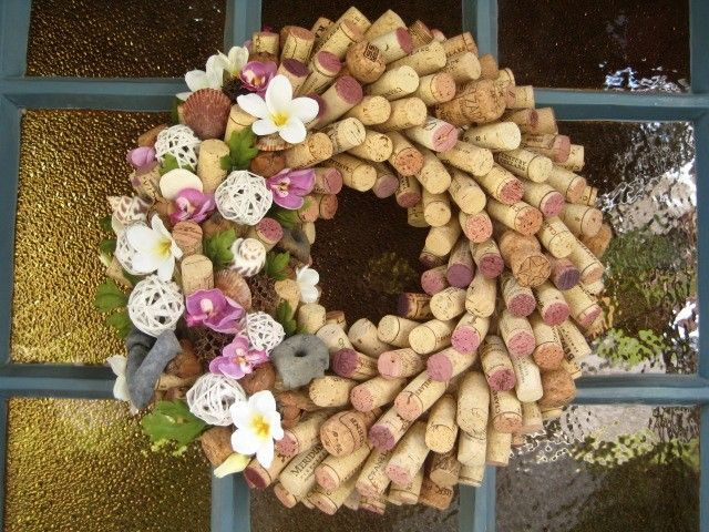 Wreath made from recycled cork.  Too cute! #handmade #eco #recycled: Winecorks, Wine Corks, Color, Wine Cork Wreath, Wreath Idea, Dyed Ends, Cork Ideas, Craft Ideas, Wreaths