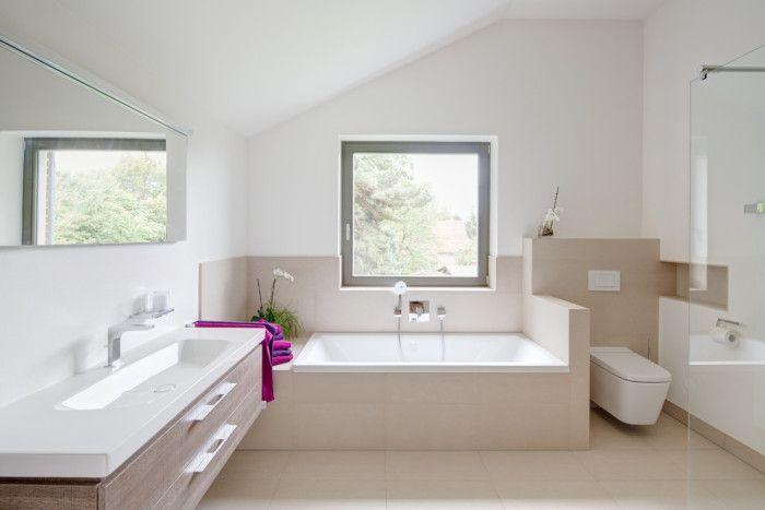 Gäste Wc Fliesen Modern Stil Für Badezimmer Mit Beige Fliesen Von K² Architektur in Germany