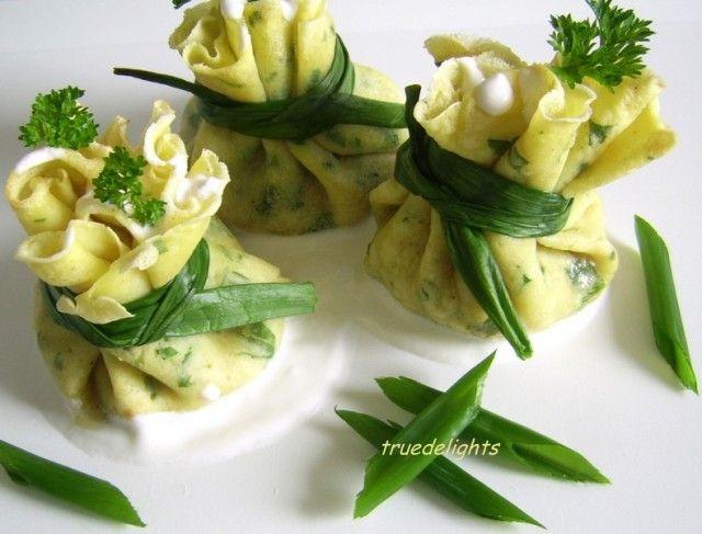 Reteta culinara Saculeti cu piept de pui din Carte de bucate, Aperitive. Specific Romania. Cum sa faci Saculeti cu piept de pui