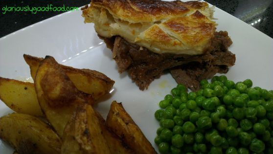 Aberdeen Angus Steak Pie | Damn Delicious | #Review Read my review of the Aberdeen Angus Steak Pie from Damn Delicious in this blog post.