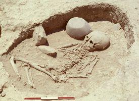 Khirokitia- sépulture d'enfant (© mission archéologique de Khirokitia) LE MORT Françoise | Laboratoire Archéorient