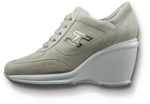 Sneakers+Attractive+donna+di+Hogan - E+veniamo+alle+collezioni+di+sneakers+proposte+dal+marchio+di+moda+italiano+Hogan%2C+che+ci+presenta+il+suo+modello+Attractive%2C+con+zeppa+posteriore+davvero+alta%21
