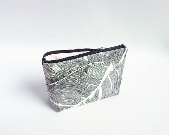 Black palm leaf pouch / Small makeup bag / Zipper pouch with palm leaves / Jungle print pouch / Black and white pencil pouch / Trousse