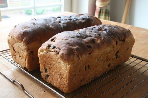 Rozijnenbrood Er moesten weer krentenbollen gebakken worden maar ik gunde me niet veel tijd, er was buiten ook nog genoeg te doe...