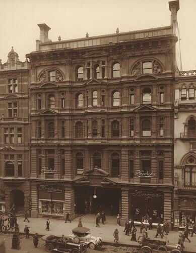 Block Arcade on Collins St,Melbourne in Victoria in 1908.