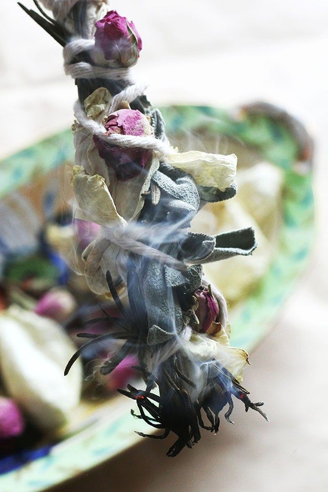 How To: Make Your Own Rosemary Sage Smudge Sticks   HelloNatural.co