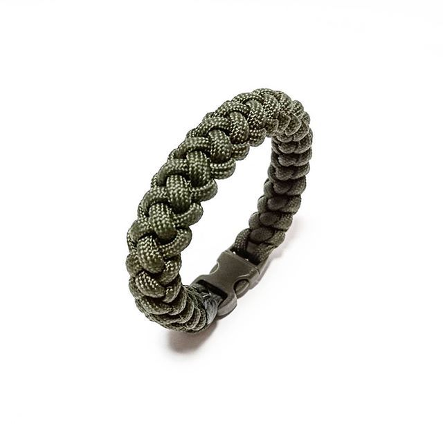 Military Paracord Bracelet Design: [Crooked Half Hitch]  SGD $16.00  Also available at: Witty Label Concept @wlcshop  Unisex Bracelet  #ParacordBracelet #mensbracelet #womansbracelet #paracord #bracelet #ig_paracord #madeinsingapore #designtodaysg