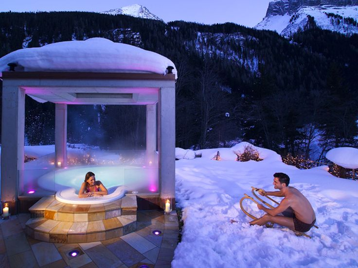 Outdoor Sole Whirlpool im Wellnesshotel #Bergland in #Hintertux, Austria
