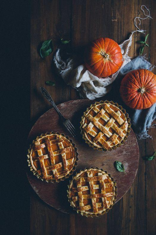 Тыквенные пироги с медом, мускатным орехом и корицей