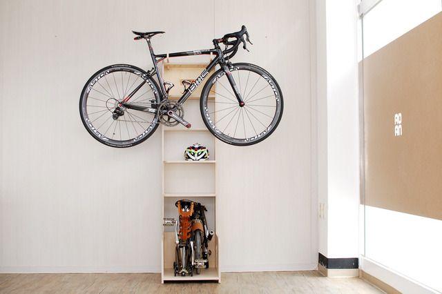 브롬톤+로드바이크=브로드 원목 거치대 자전거와 자전거용품을 한번에 정리가능한 브롬톤 가구