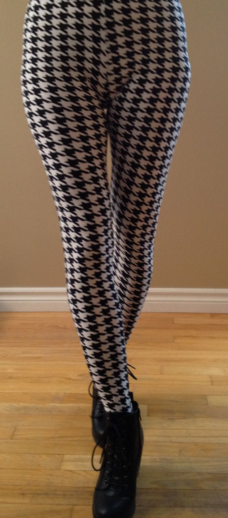 """""""Hip in Houndstooth-W""""....Classic black & white houndstooth pattern. You can't lose!  """"One Size"""" – Fits most 2-12, 5′-6′ tall"""