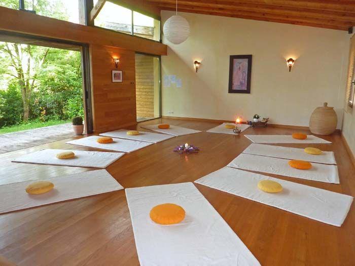 r sultat de recherche d 39 images pour salle yoga. Black Bedroom Furniture Sets. Home Design Ideas