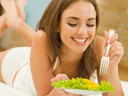 Завтракать нужно обязательно, говорят диетологи. Ведь потратив утром всего 15-20 минут, вы сделаете неоценимую услугу своему здоровью. Вот версия десятки самых здоровых завтраков: 1 Овсянка с черникой...