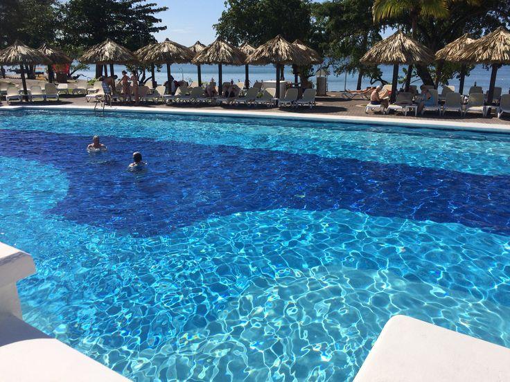 1 van de drie zwembaden van het clubhotel Riu Negril