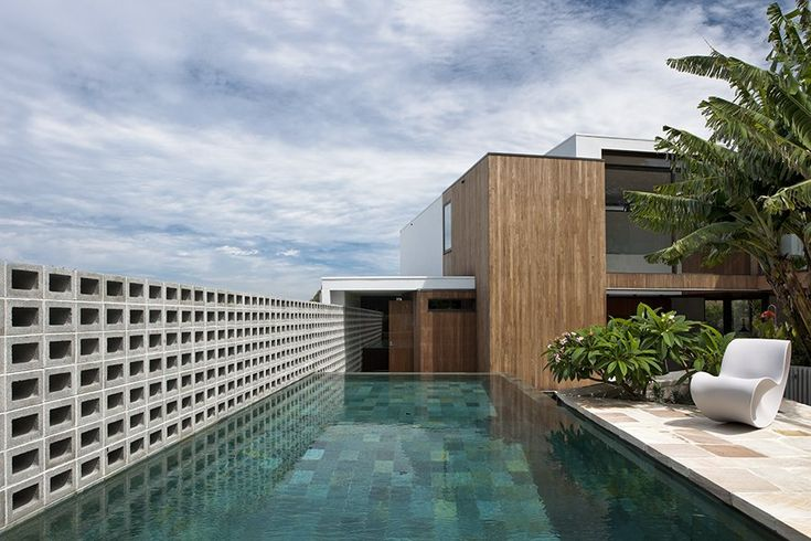 MCK Architects designed the Flipped House in Sydney, Australia. Photography by Willem Rethmeier