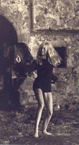 Brigitte Bardot | dance | movement | expression | beauty | hollywood starlet | iconic | dancing | twirl | www.republicofyou.com.au:
