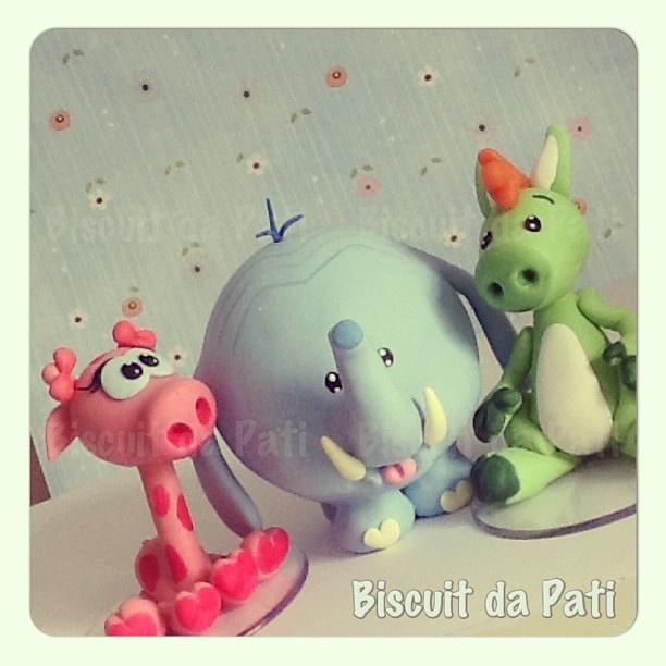 Meu Amigãozão #meuamigãozão #mybigbigfriend #golias #nessa #bongo #discoverykids #amigãozão #caketopper #topodebolo #topcake #biscuitdapati #biscuit by Biscuit da Pati, via Flickr