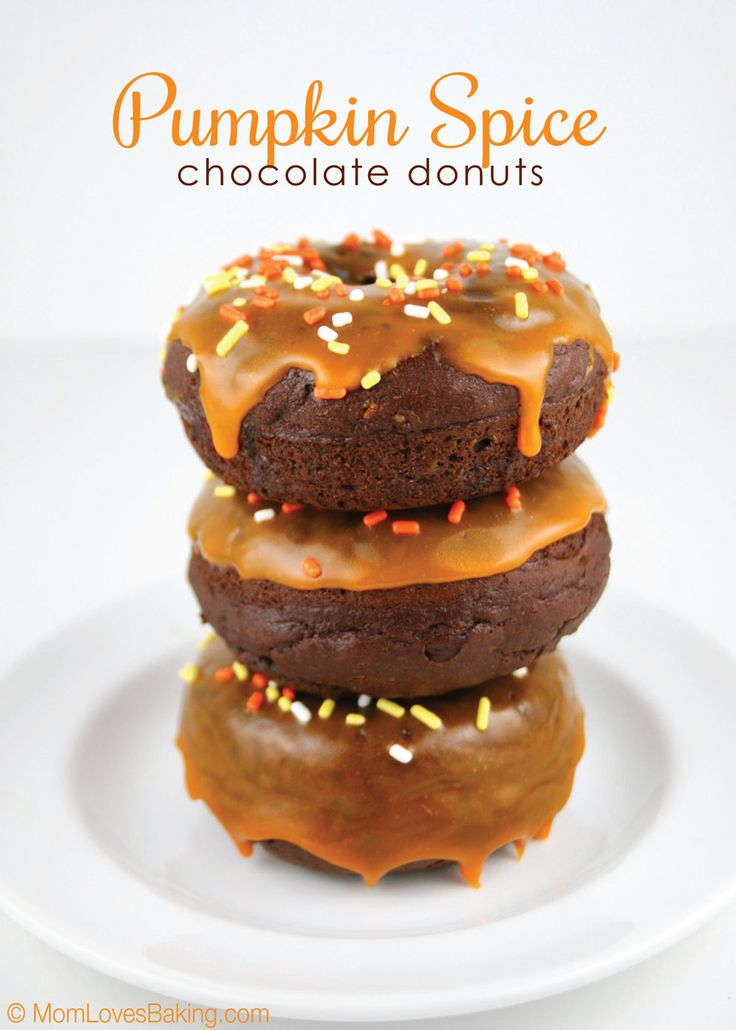 Pumpkin Spice Chocolate Donuts - these are so easy to make and so delicious! #pumpkindonuts