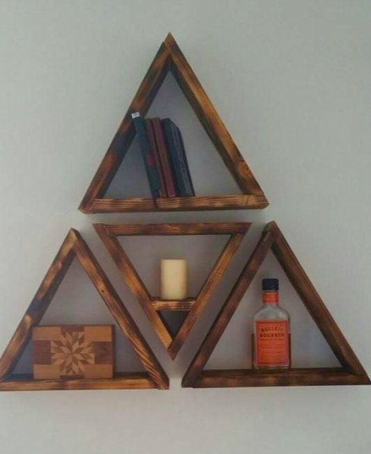 Triangle shelves - Triangular bookshelf ...