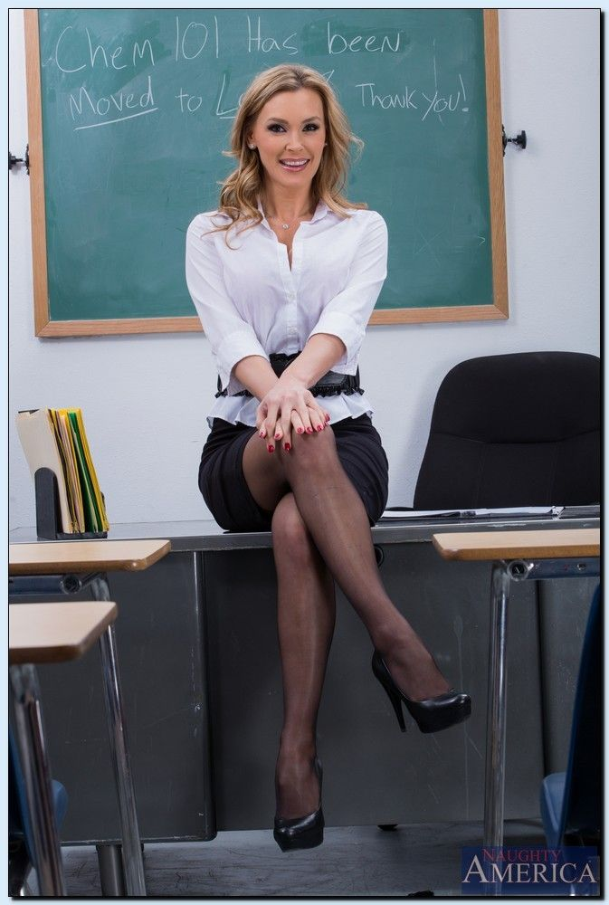 nude-hot-teacher-woman