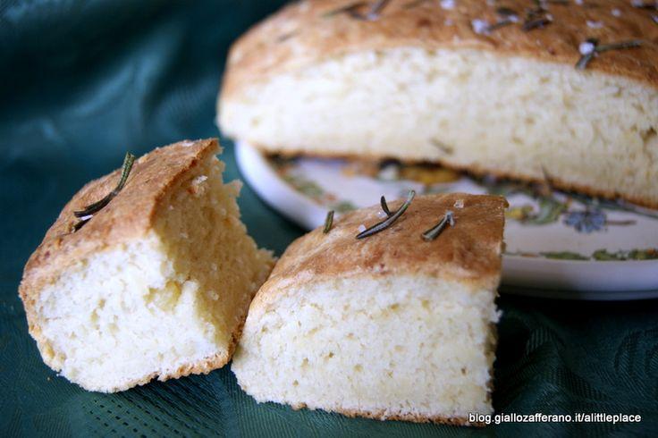 Focaccia morbida ai formaggi - Soft focaccia with cheese